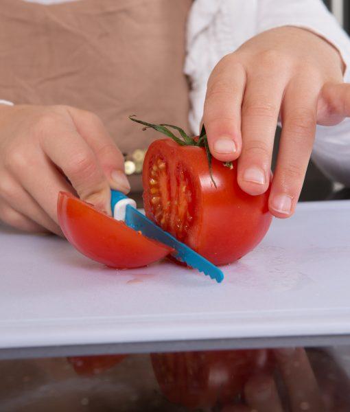 KiddiKutter even cuts tomatoes !